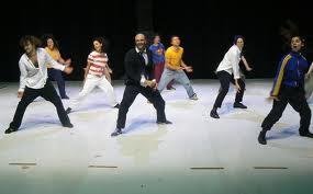 A Milano il sipario non si chiude, tra danza e politica