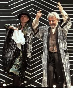 Da Aldo Moro ad Alice (non più nelle meraviglie), tutti i personaggi in scena a Milano