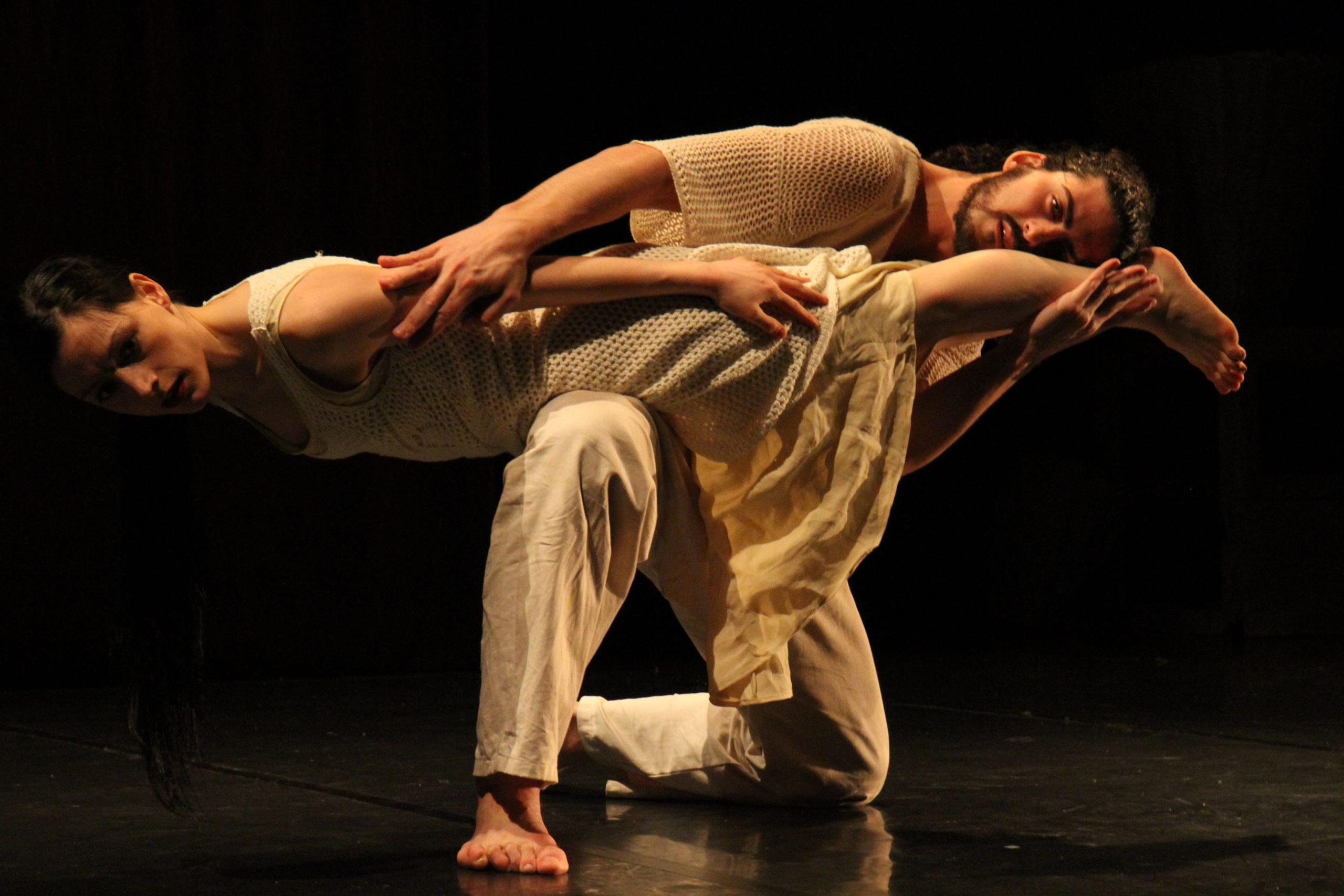 Danzare in equilibrio tra passato, presente e futuro