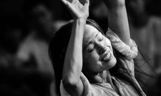 A lezione con Gao Yajinzi / Beijing Modern Dance Company