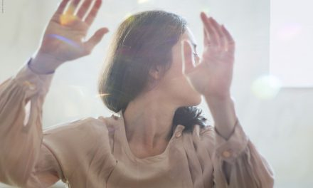 """Oggi, semplicemente, danzo. Su """"Semplice danza in levare"""" di Maristella Tanzi"""